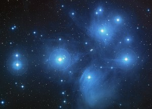 ammasso-stellare-aperto-delle-pleiadi-nella-costellazione-del-toro
