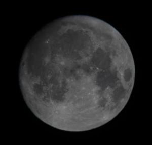 la-luna-vista-al-telescopio-amatoriale-2018_09_23-jpg-telescopio-rifr-60-10-oculare-20-canon6d-s-g-la-punta-foto-s-silviani