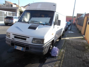 furgone-abbandonato-via-taranto-17gennaio2020